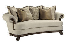 Bernhardt?s Casual Opulence Ferrara sofa sported a multitude of curves.